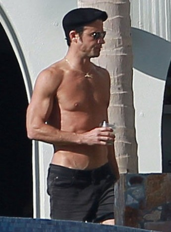 Justin-Theroux-Shirtless-Cabo-Pics-1