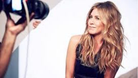 La línea de Jennifer Aniston para evitar el pelo crespo