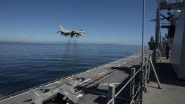 Vídeo: increíble aterrizaje vertical del Harrier en el buque «Juan Carlos I»