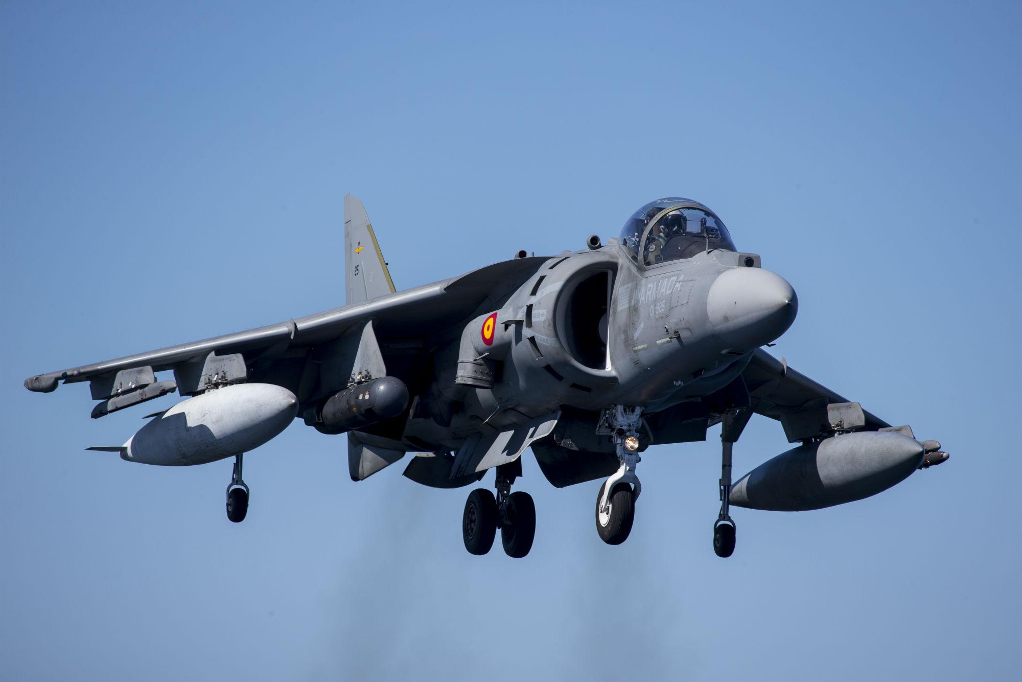 Los aviones de combate «Harrier» de la Armada al menos hasta 2024  Por Tierra, Mar y Aire