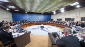 """La OTAN adelanta a 2015 su capacidad de desplegar tropas terrestres """"en días"""" frente a Rusia"""