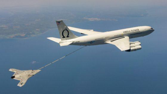 EE.UU. logra el primer repostaje en vuelo del «drone» de combate de la US Navy