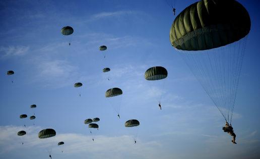 Maniobras OTAN: los míticos paracaidistas de la 82ª División Aerotransportada saltarán sobre España