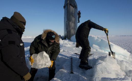 Vídeo: el submarino de EE.UU. que emergió en el hielo del Ártico