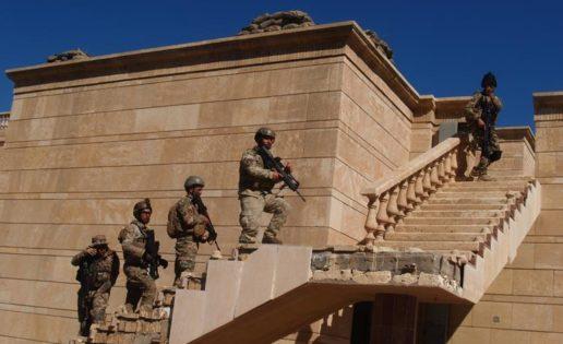 Adiestramiento español en el antiguo palacio de Sadam Hussein en Bagdad