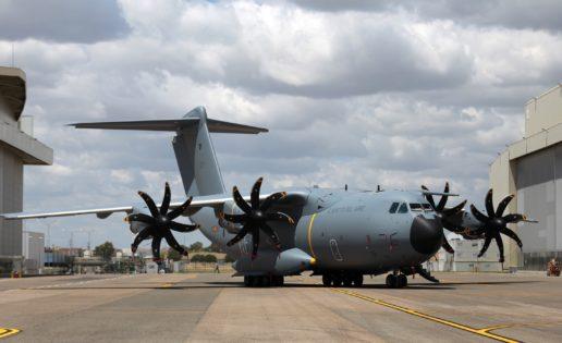 La cruz de San Andrés ya luce en el primer A400M del Ejército del Aire español