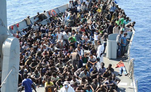 Imágenes de los migrantes a bordo de la fragata «Reina Sofía»