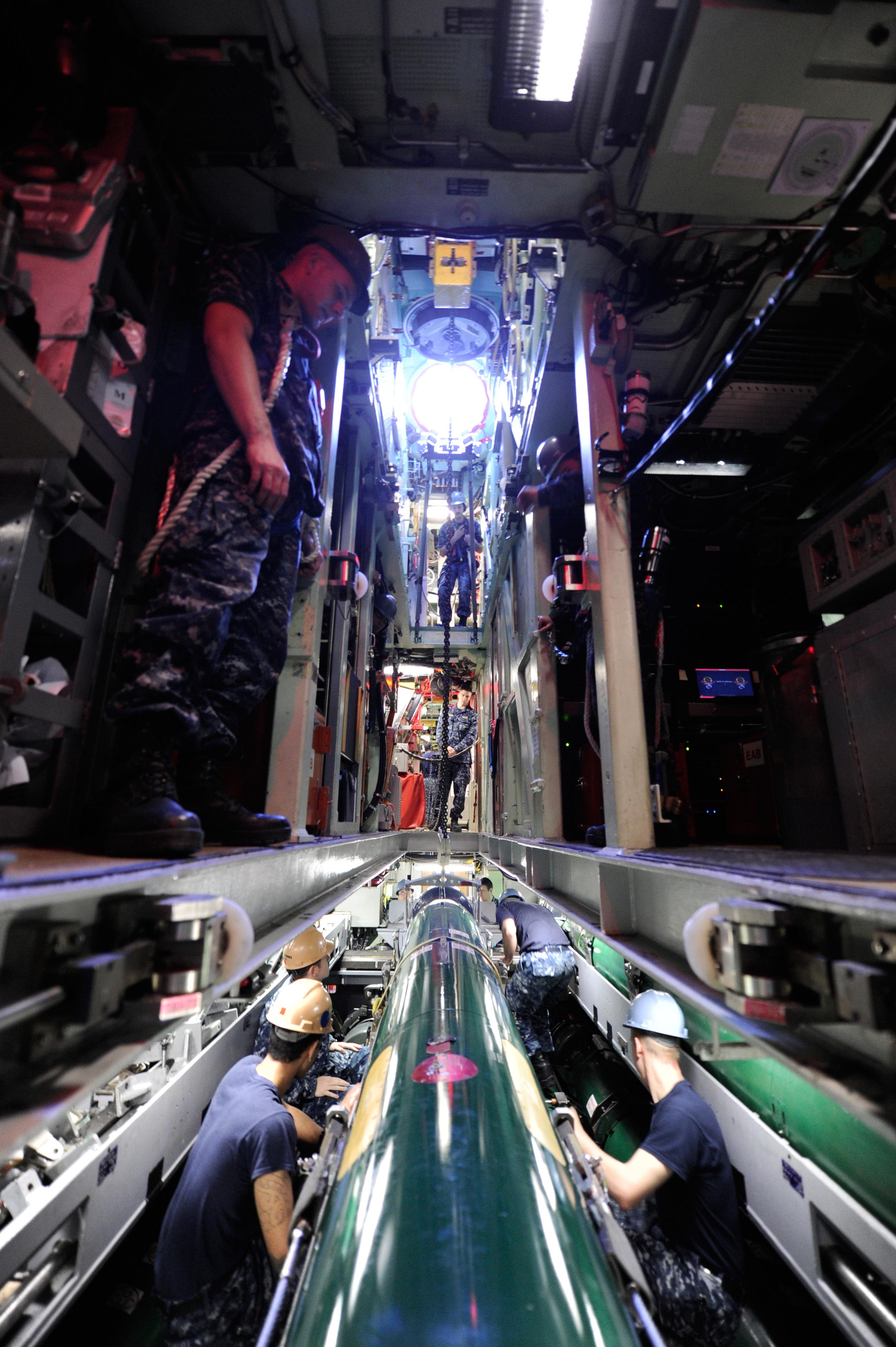 El submarino de propulsi n nuclear california de for Interior submarino