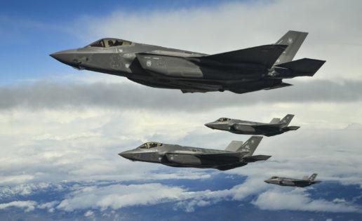 EE.UU. exhibe poder aéreo en Europa: despliega cuatro F-35, su caza más moderno