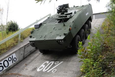 Defensa cifra en 3.836 millones el programa del vehículo 8×8 del Ejército