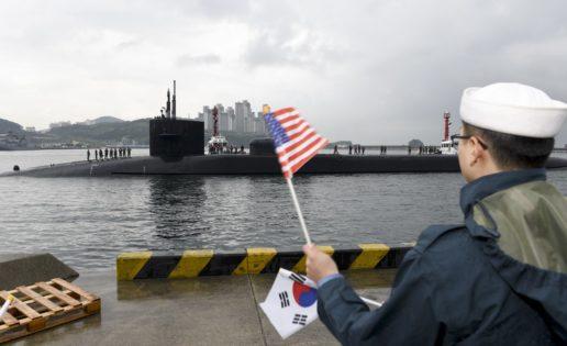 Un submarino de EE.UU. con misiles guiados Tomahawk sale a flote en Corea del Sur