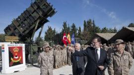 Rajoy visitará a las tropas españolas en Estonia y Letonia mientras Puigdemont piensa cómo comprar urnas