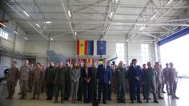 Rajoy, a las tropas en Estonia: «Contribuyen a mantener una Europa y una España más seguras»