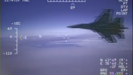 Vídeo: un caza ruso a escasos metros de un avión de EE.UU.