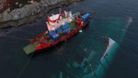 Imágenes: Noruega comienza el reflotamiento de la fragata hundida