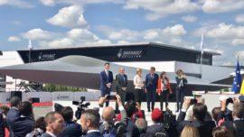 Robles firma la adhesión de España al proyecto del futuro caza europeo junto a Francia y Alemania