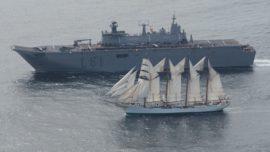 Los buques Elcano, Juan Carlos I y Cristóbal Colón coinciden rumbo al Báltico