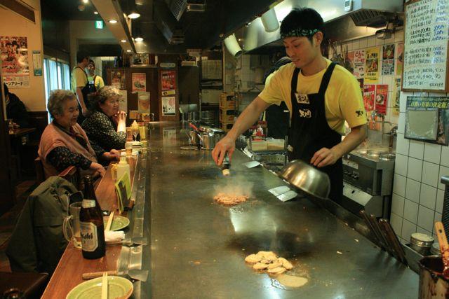 """El """"okonomiyaki"""" es uno de los platos tradicionales de Hiroshima."""