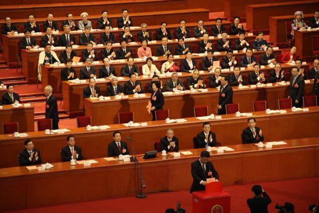 El presidente Xi Jinping votando la reforma constitucional que le permite eternizarse. Es decir, votándose a sí mismo.
