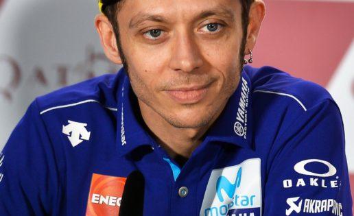 Rossi, el hombre que ha echado a los rivales de la pista durante veinte años, ahora va de víctima