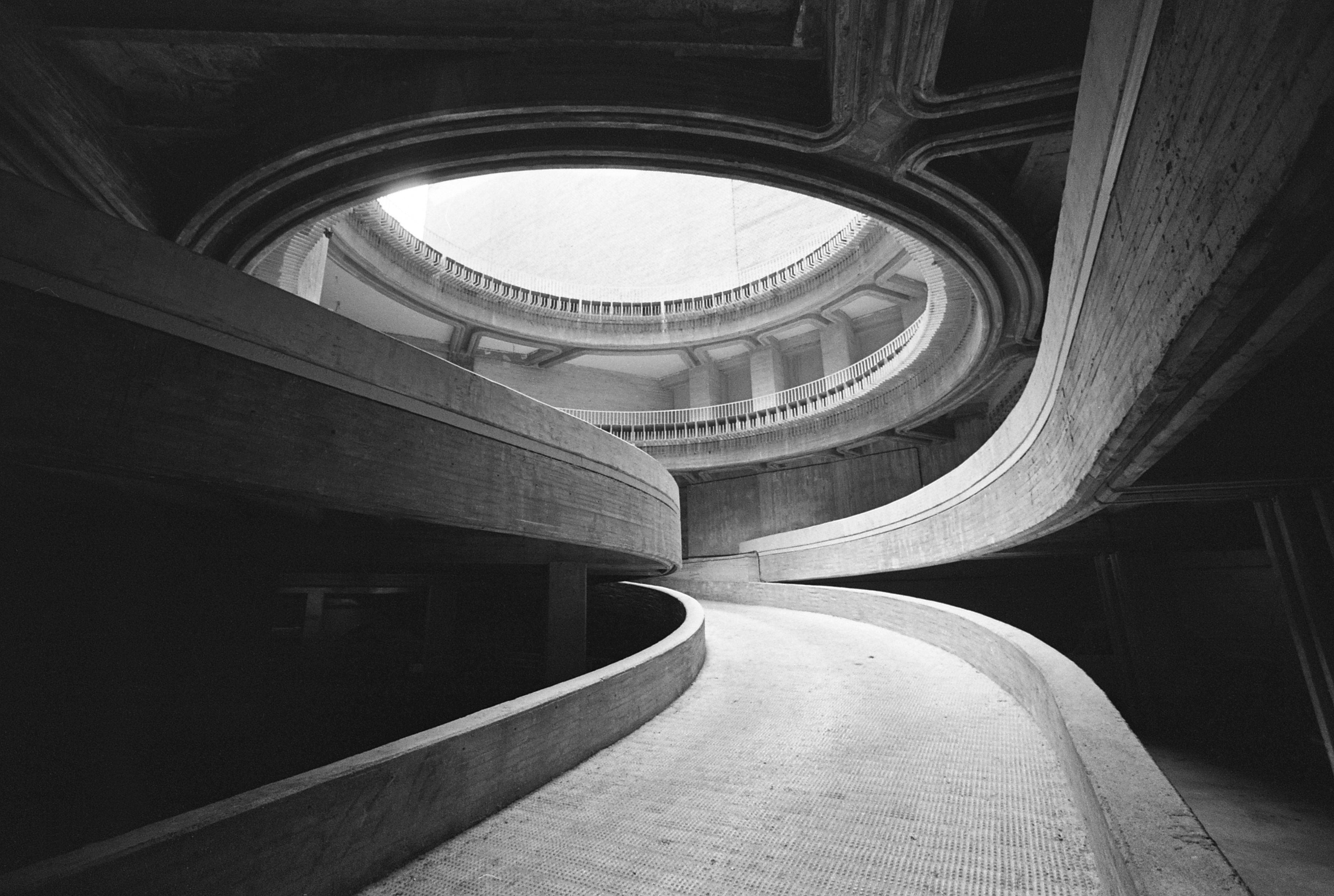 Fotograf a y arquitectura moderna en espa a entrevista a for Arquitectos y sus obras