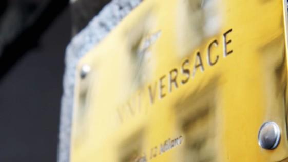 Versace Se Vende