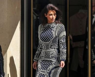 Kim Kardashian se disfraza de huevo