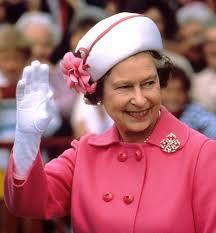 Los curiosos guantes de Isabel II de Inglaterra
