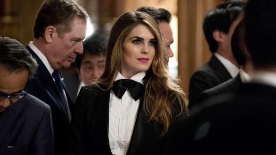 El esmoquin de Hope Hicks, la asesora de Trump