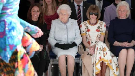 La Reina Isabel en la pasarela londinense