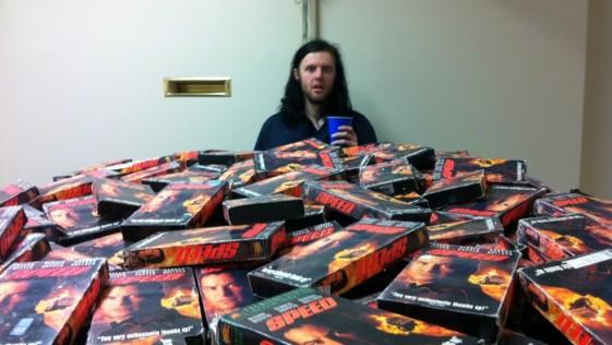 El hombre que quiere reunir todos los VHS de la película «Speed»
