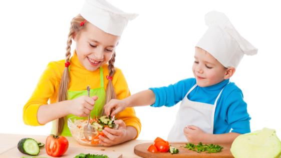 ¿Cómo conseguir que los niños prueben nuevos alimentos?