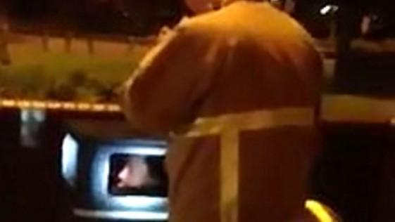 Un estudiante queda atrapado en una papelera en Reino Unido