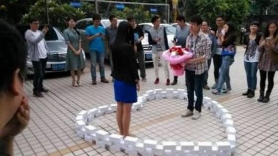 Un hombre compra 99 iPhones 6 para proponer matrimonio y recibe un no