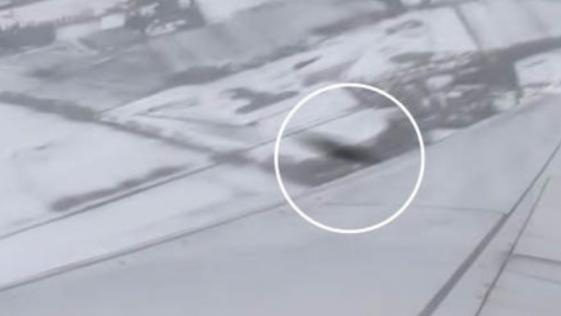 Captan un supuesto OVNI a punto de estrellarse con un avión