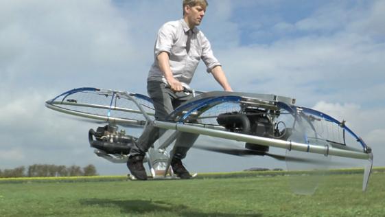 Un youtuber crea una moto voladora