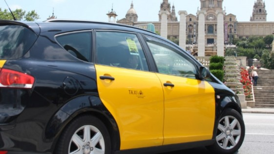 Un taxista de Barcelona devuelve una maleta con 10.000 euros