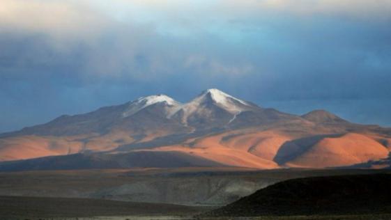 Descubren un lago bajo un volcán boliviano