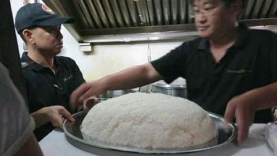 Un restaurante pagará 900 dólares a la persona que pueda comerse este plato