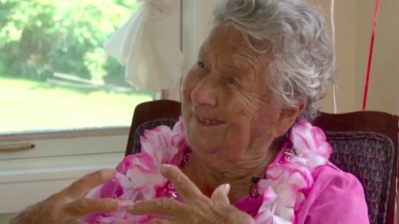 Una mujer cumple 100 años y revela el secreto de su longevidad