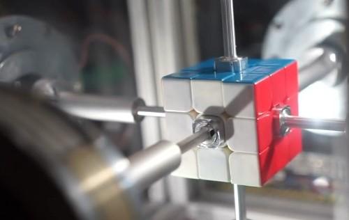 Robot resuelve el cubo de Rubik en 0,38 segundos