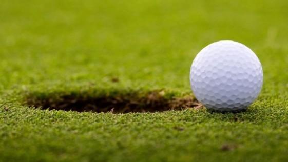 Un hombre con 94 años consigue su primer hoyo en uno tras pasar 70 jugando al golf
