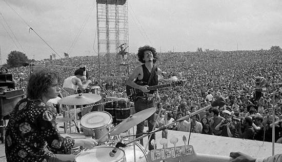 Carlos Santana en la luz de su melodía.
