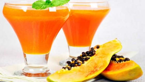 Receta FIT: zumo detox que favorece el bronceado