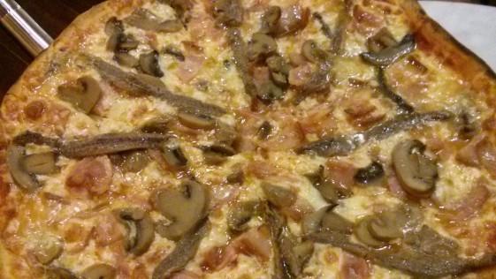 Montados en el dólar… de la pizza