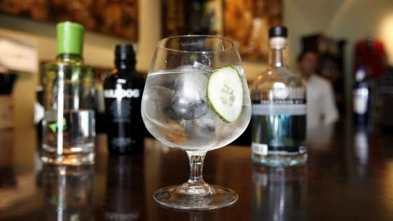 ¿Empezaremos a tomar «yintonics» o seguiremos con los «gin tónics»?