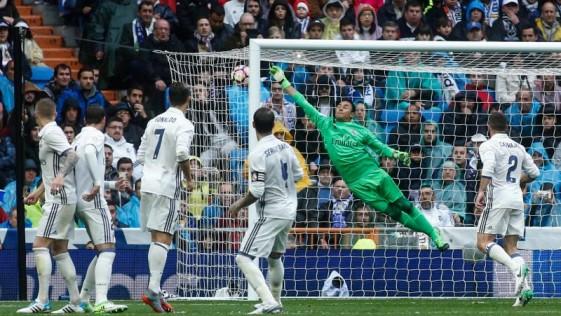 Son ya 17 años de marcadores apretados en las visitas del Valencia al Bernabéu