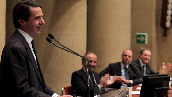 Aznar pide auxilio al PP