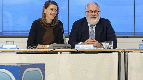 Rajoy no cambiará a Cospedal ni a ministros
