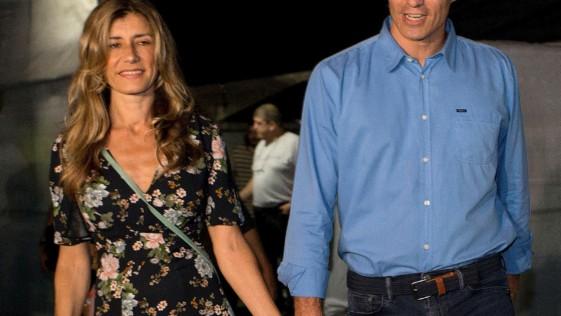 ¿Y la mujer de Pedro Sánchez no tiene que guardar las formas?